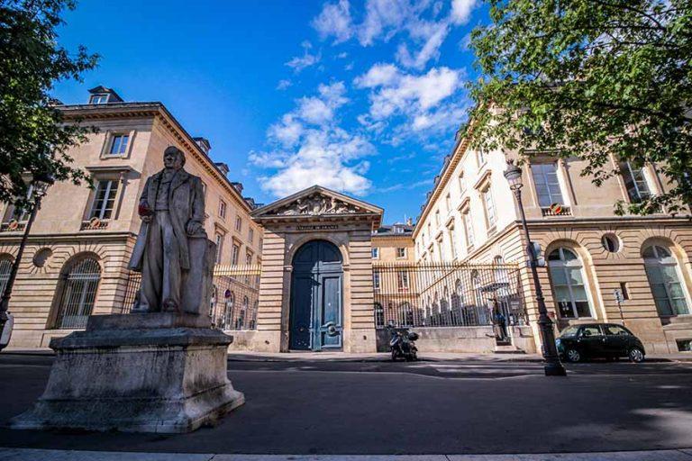 Visiter le quartier latin et le collège de France