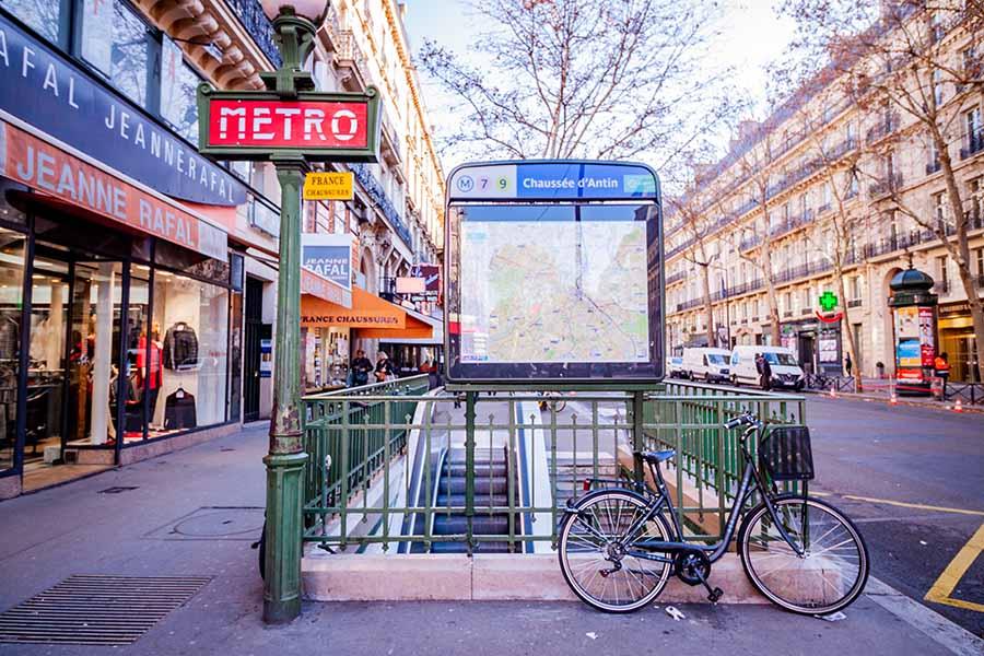 Entrée métro chaussée d'antin avec vélo