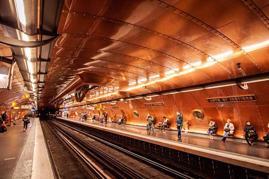 Station de métro Arts et Métiers sur la ligne 3 ressemblant au nautilus, le sous-marin de jules verne