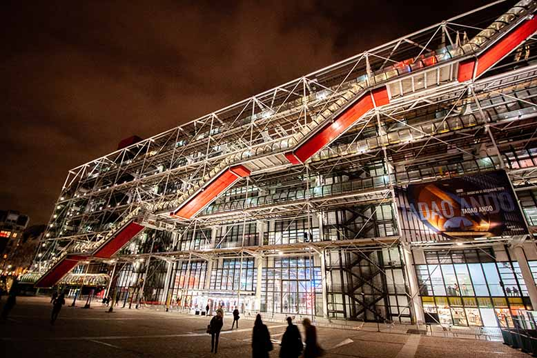 Centre Pompidou Beaubourg Nocturne, parvis beaubourg, pavées, tourisme