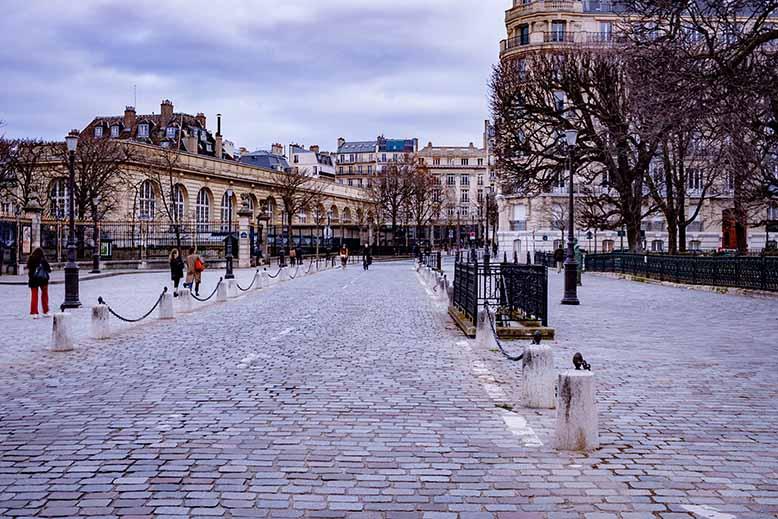 Rue sur la rive gauche de Paris