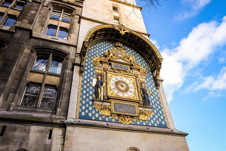 Horloge de la tour du palais de la cité