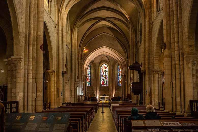 Butte Montmartre allée principale paroisse saint pierre de Montmartre