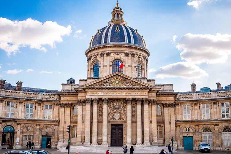 Collège des quatre nations ciel bleu grand angle