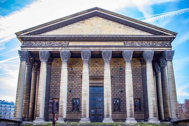 Eglise de la Madeleine façade nord ciel bleu