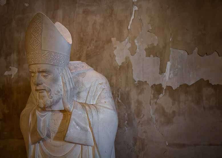 Butte Montmartre Paroisse saint pierre de Montmartre Statue saint denis profil