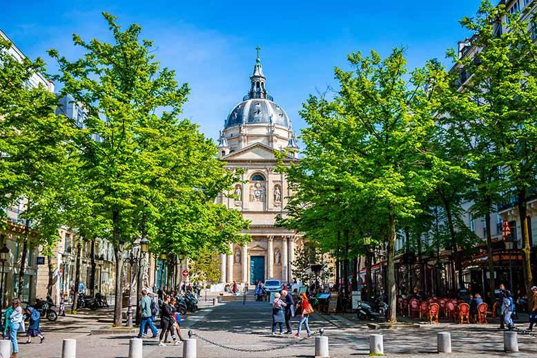 Chapelle de la Sorbonne Quartier Latin printemps terrasse de café