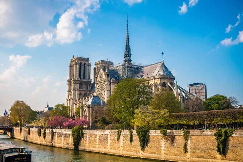 Ile de la Cité square jean XXIII et Notre Dame