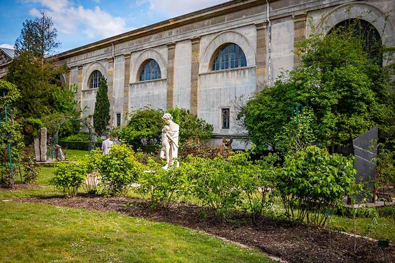 Jardin des plantes espace vert Printemps statue