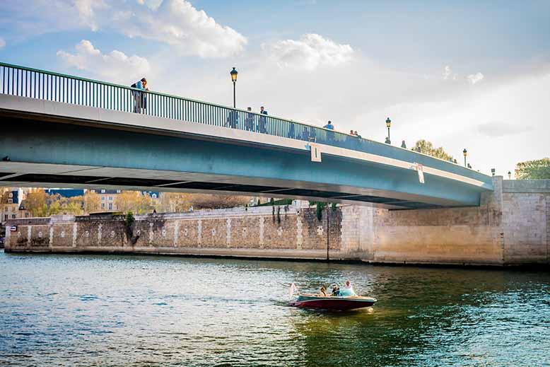 Pont Saint Louis depuis quai de seine coté quai Bourbon Ile Saint Louis