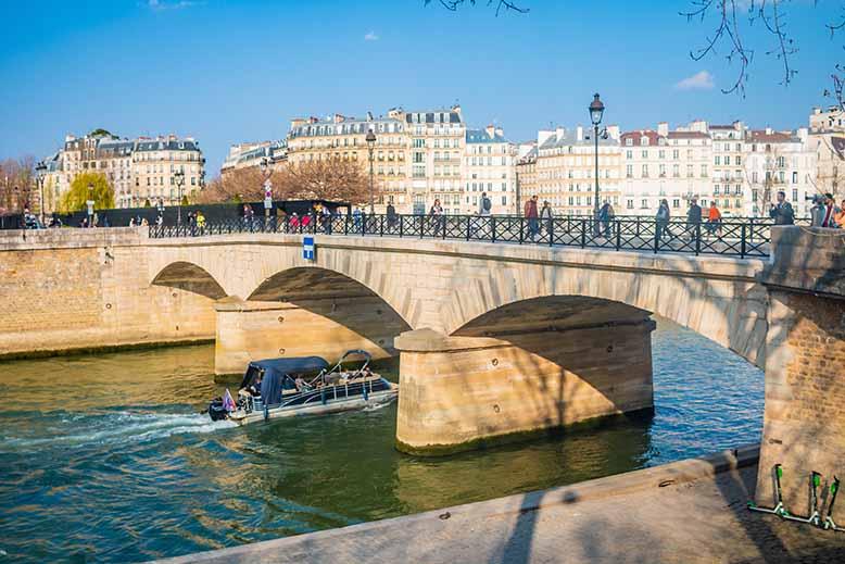 Pont de l'archeveché Ile de la Cité