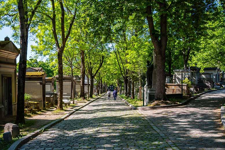Cimetière du Père Lachaise croisement avenue de la Chapelle chemin Mont-Louis
