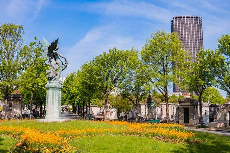 Montpanasse Cimetière Statue Génie et tour montparnasse
