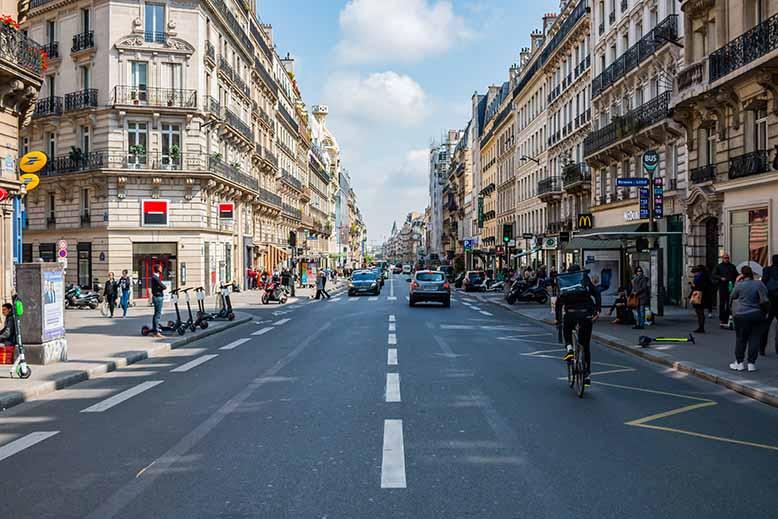 Montparnasse haut de la rue de rennes cycliste