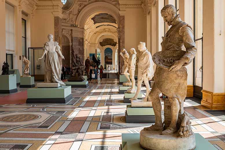 Visiter le Petit Palais statues de la galerie nord