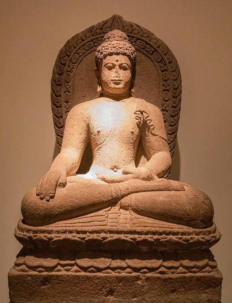 Arts asiatiques à Pairs le musée Guimet Buddha
