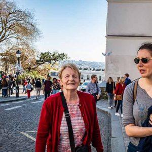Butte Montmartre deux touristes femmes